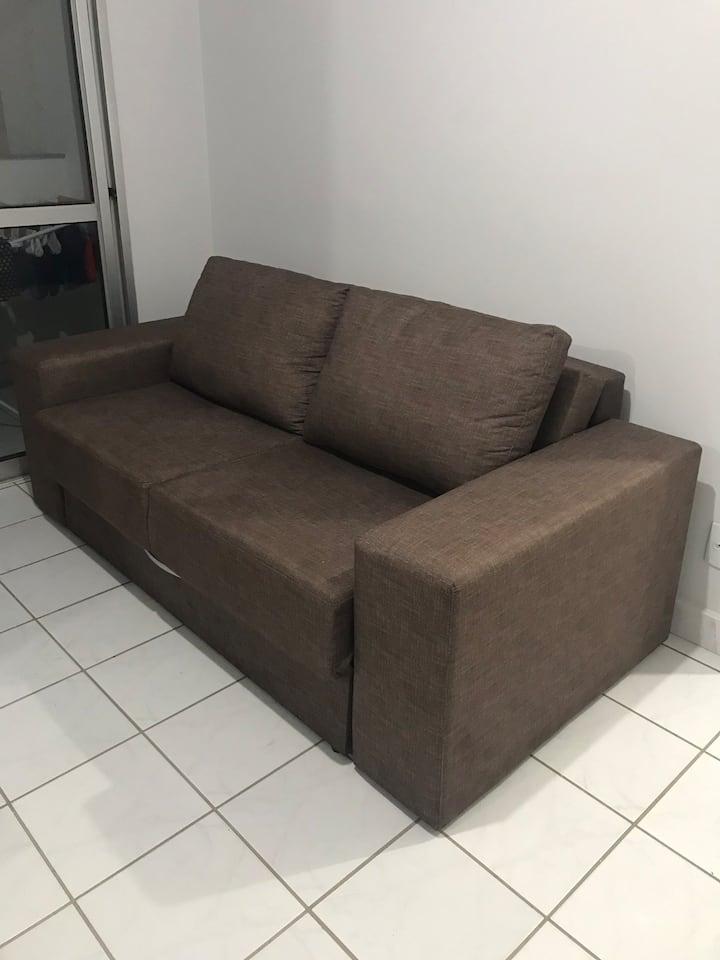 Sala com sofá-cama simples