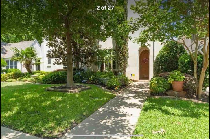Cowtown Casa- Fantastic location & beautiful home!