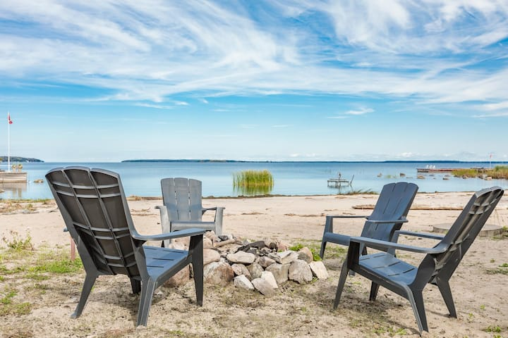 Grandview Beach Retreat - an incredible beachfront is waiting for you!