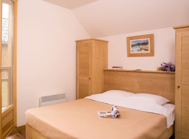Drift to sleep in the plush Double bed or 2 Single beds in the bedroom - let us know what you prefer!