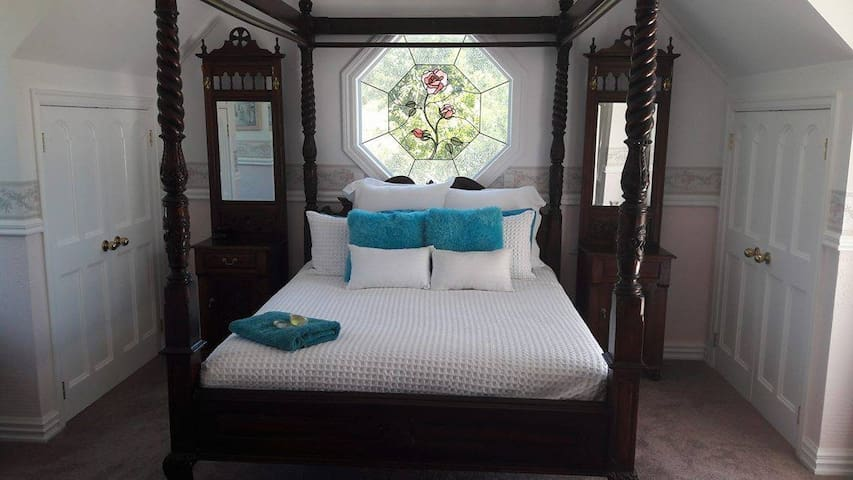 Colonial House Bed and Breakfast Opotiki - Opotiki - Гестхаус