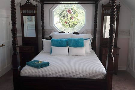 Colonial House Bed and Breakfast Opotiki - Opotiki - Bed & Breakfast