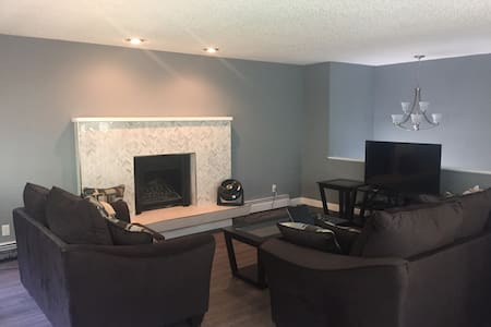 Modern mid town 2 bedroom 1 bath - Anchorage - Lejlighed