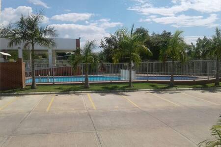 Oriente de Neiva casa piscina  East Neiva, & pool - Neiva
