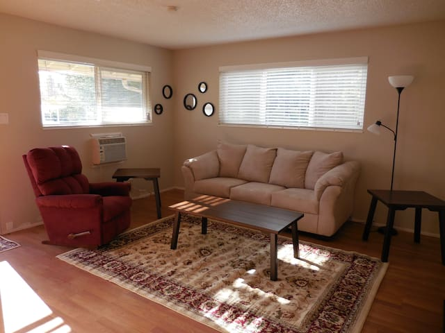 Remodeled 8-Plex in Grass Valley! - Grass Valley - Apartament