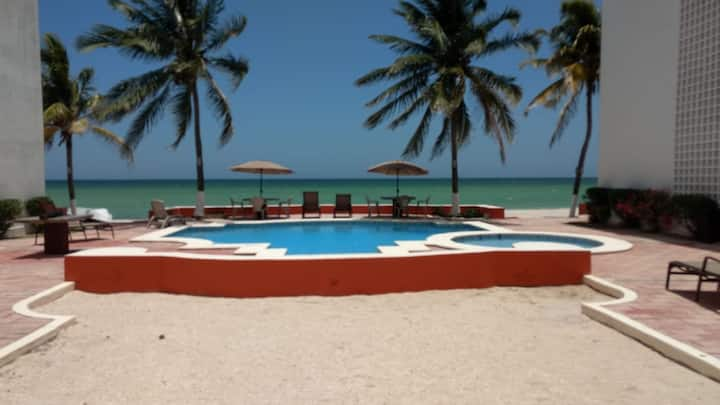 DPTO BEACH FRONT WITH POOL