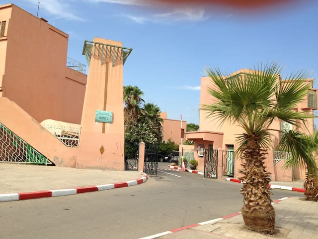 Chambre spacieuse dans résidence surveillée - Marrakesh - Huis