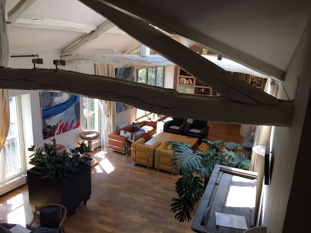 Living room from inner staircase 1