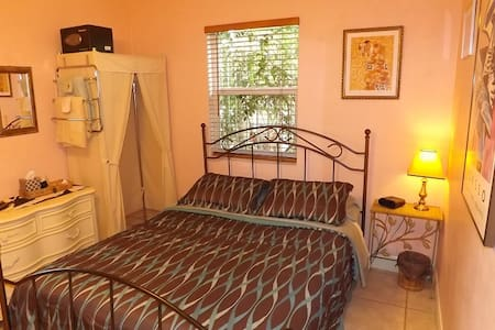 Room for two with free MIA pickup and breakfast - Miami - Bed & Breakfast