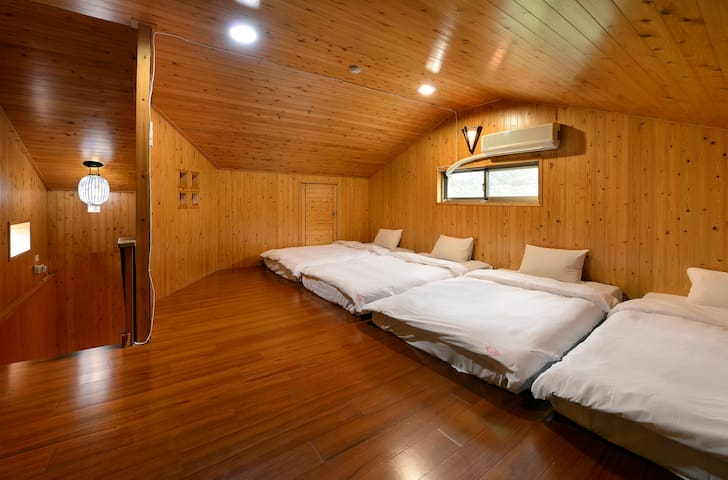 1 person in 4-bed dormitory  -Female  only 床位房