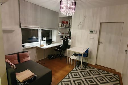 """stary"" wilanow 24 m2 parter studio a/c parking"