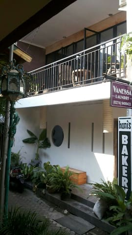 City center house with balcony - Yogyakarta - Casa