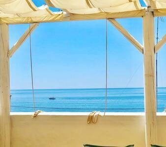 Casa en primera linea de playa con vistas al mar
