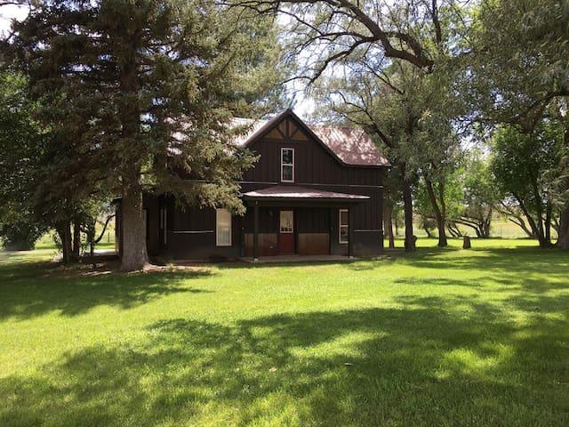 Bar 7 Ranch House - horse friendly!