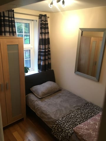 Single room(PRIVATE TOILET) in Chigwell