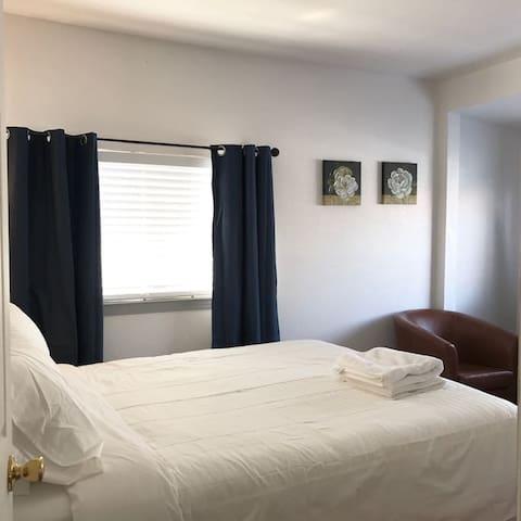 SJSU #4 Modern Bedroom and Bathroom