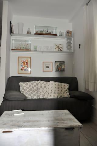 El tercer sofá del salón