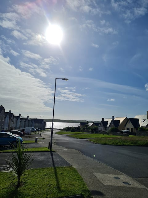 Clean and cosy 4 bedroom holiday home in Belmullet Town