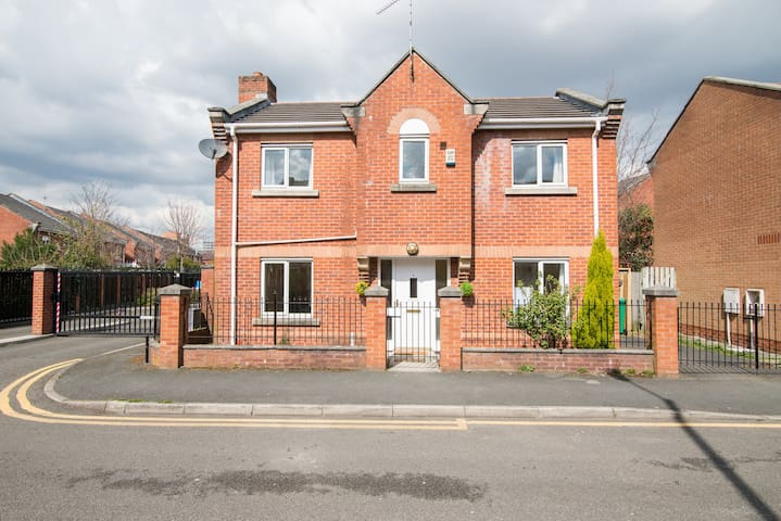 3BedsDetached House Near CityCentr - Manchester