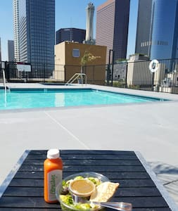 Trendy Loft w/ Rooftop Pool in DTLA - Los Angeles