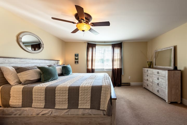 Master bedroom with king bed and super comfy memory foam mattress