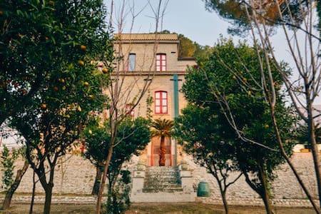 Grande maison jardin espace calme - Domicella
