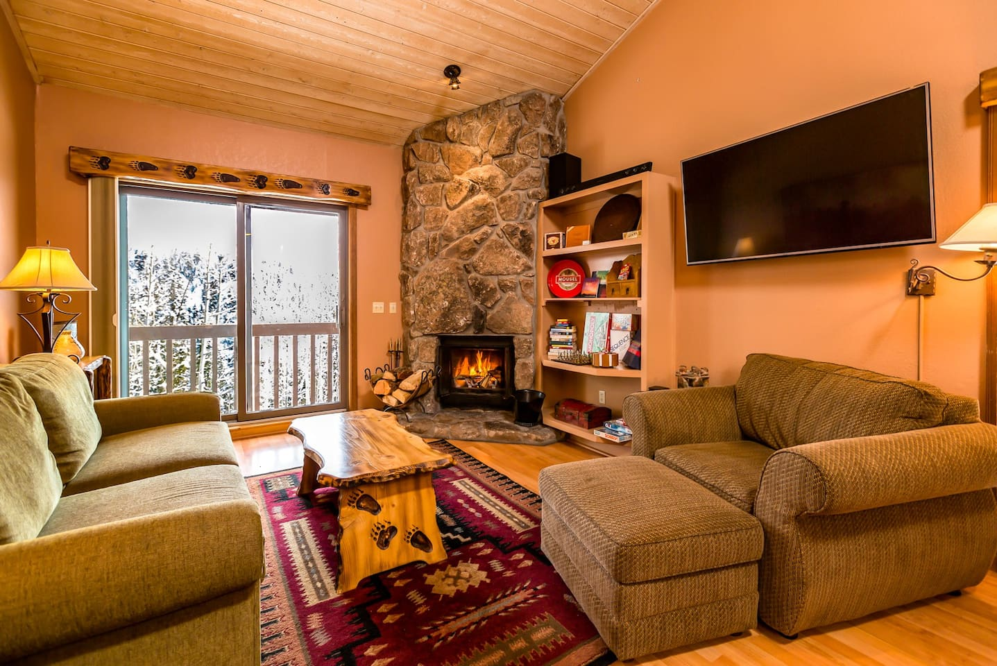 Living room has a 55 inch 4K Smart LED TV, 300 watt bluetooth LG soundbar, and stone and wood fireplace. Have HMDI cable to TV so you can watch your own downloaded movies!