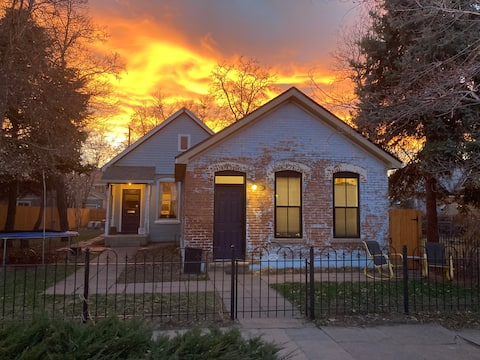 Adorable, newly renovated Five Points Cottage!
