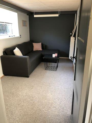 Hyggeligt gæsteværelse med eget toilet