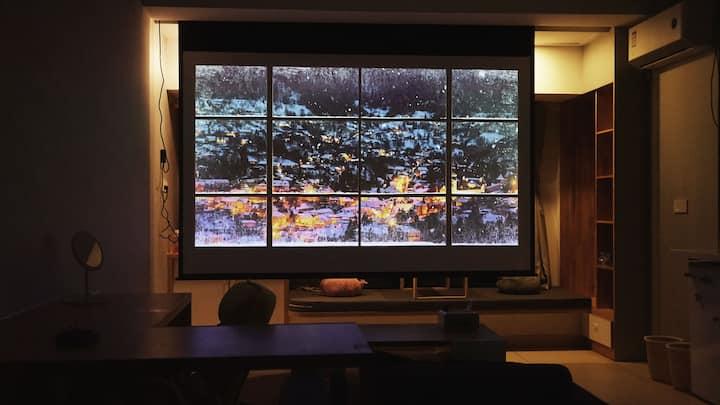"""""""后仰""""式影院,超大超清投影,45㎡单间。烘洗一体机,冰箱。近丁公路南地铁,火车站,王府井,坛子口。"""
