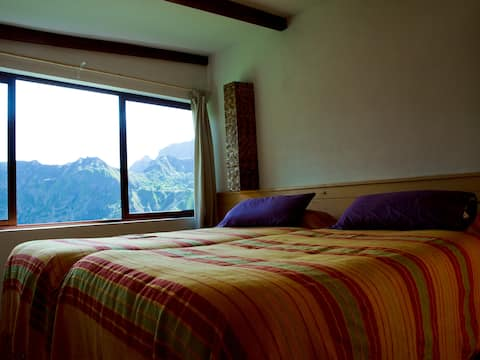 Suite with views over the valley