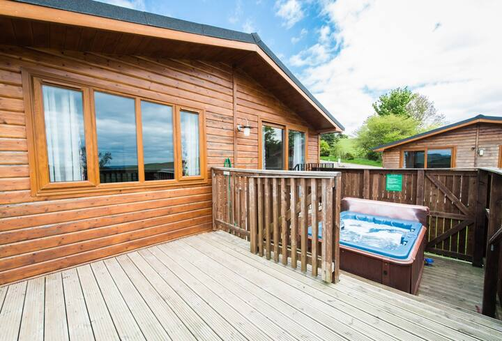 Skylark Lodge with Hot Tub near Cupar, Fife
