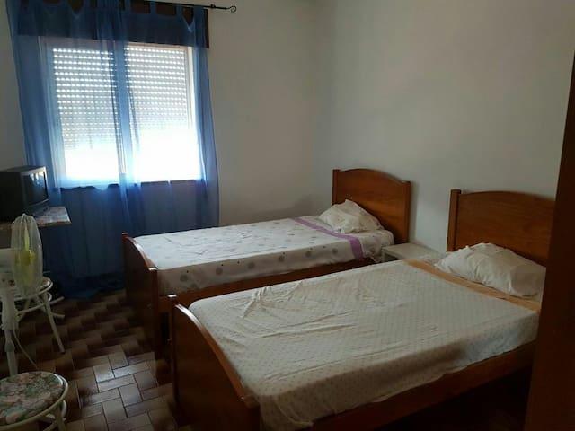 Quartos para alugar - Montenegro - Apartment
