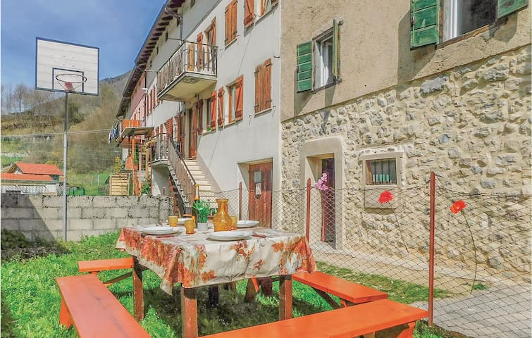 Semi-Detached with 2 bedrooms on 100m² in Longhi - Pedemonte(VI)