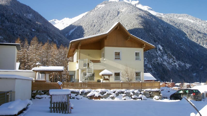 Apartment for 8 people - holiday in Oetztal - Umhausen - Byt