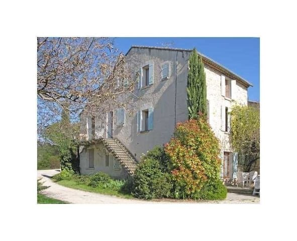 L'escalier au cyprès - Malemort-du-Comtat - Casa