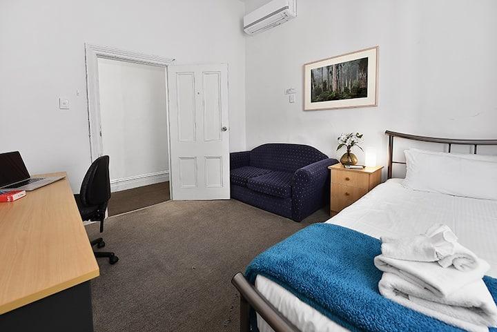 Single Room just next to Carlton Gardens