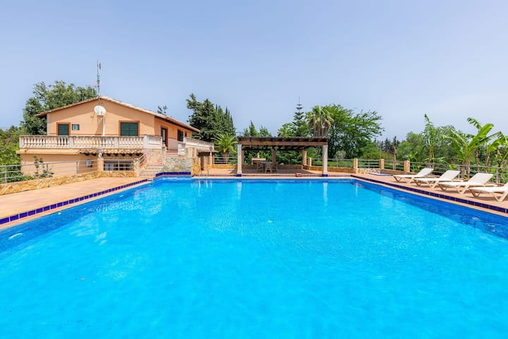 Air-Conditioned Country Villa with Large Pool, Multiple Terraces, Extensive Garden and Wi-Fi