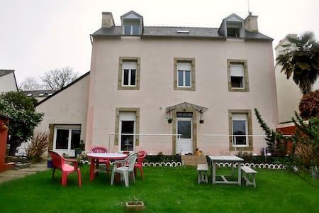 Chambre aux portes de Brest - Huis