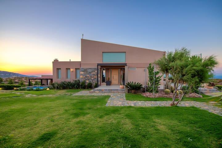 Giorgia's Hillside Villa
