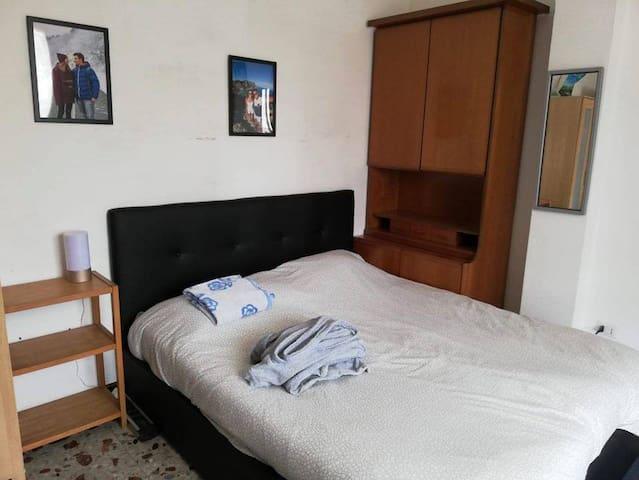 Ampia camera con balcon
