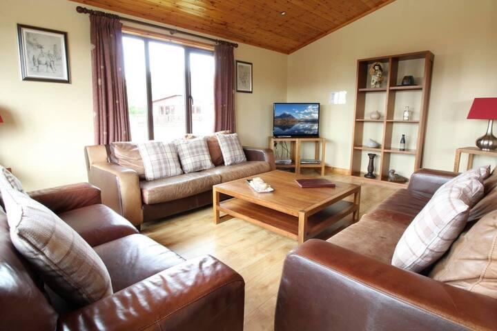 Stunning 4 bedlog cabin in Kerrykeel - SLEEPS 10