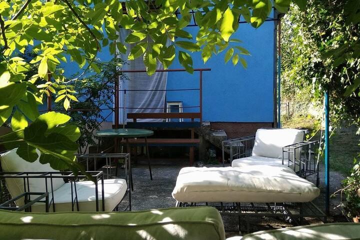 Уютный дом в тихом и красивом месте ( Igalo)