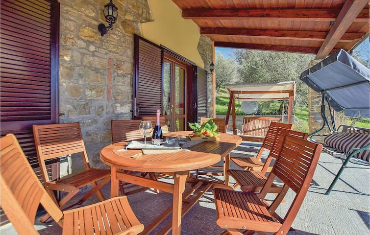 Holiday cottage with 4 bedrooms on 270 m² in Olgiastro Cilento