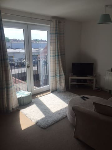 Modern Quiet Flat with 2 Spacious Double Bedrooms - Bristol - Apartment