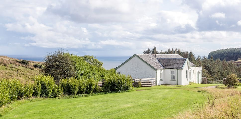 Cosy secluded cottage near sea, Kintyre