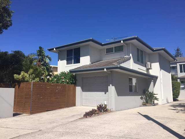 Yamba 3BR private beach house. - Yamba - Hus
