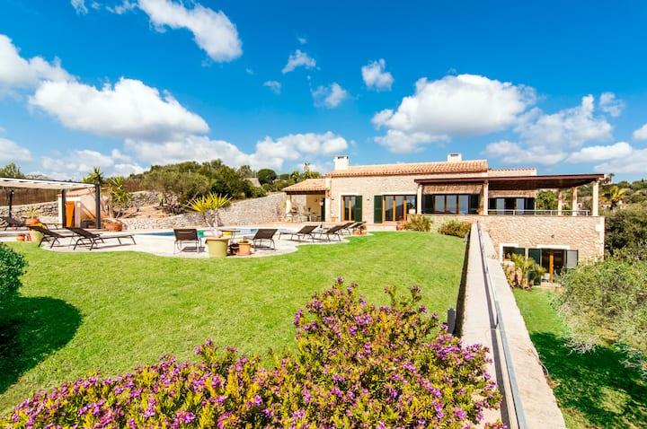 Grand Luxury Villa Overlooking Sea