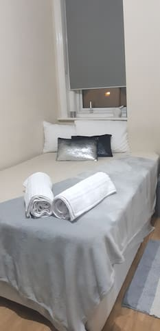 Nice room 5min from Kingston station