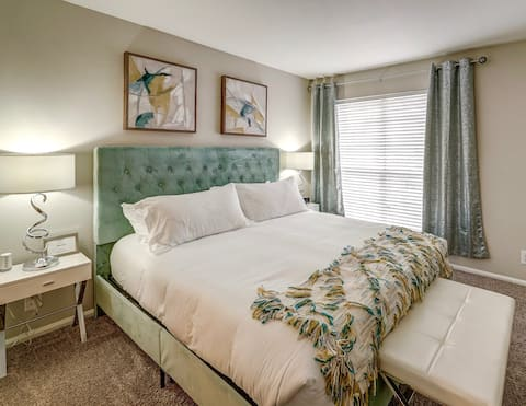 You'll❤❤This 1 King, 1 Queen Bedroom in West End ❤